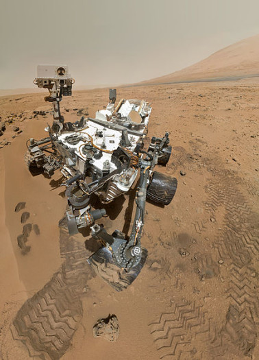 431px-PIA16239_High-Resolution_Self-Portrait_by_Curiosity_Rover_Arm_Camera